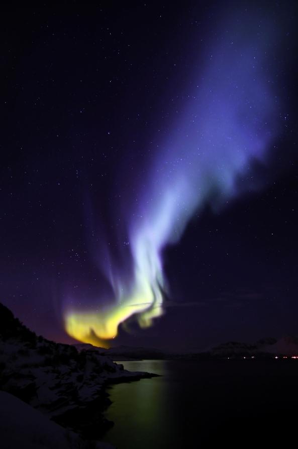 rare_blue_aurora_norway_feb_2014