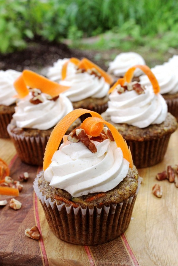 Vegan Carrot Cake Cupcakes from Gretchen's Bakery. Click to go there now.
