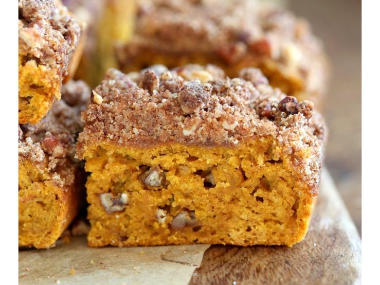 Vegan Richa's Pumpkin Coffee Cake with Pecan Crumb. Yummmm! Click image for all 25 Vegan Pumpkin Recipes to Make this Fall.
